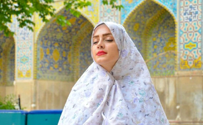 tourist dress in Iranian mosque